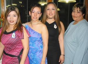Rocío Pérez Nazer contraerá matrimonio en breve con Jesús Alvaro Acevedo López y por tal motivo fue festejada con una despedida de soltera por Marisela, Patricia y Gabriela.