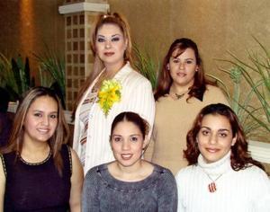 Mayra Ileana Garibay Soto en compañía de sus amigos Susana, Marcela, Iris y Cristy en su despedida de soltera.