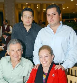 José Refugio Sandoval Islas, Alicia Rodríguez de Sandoval, José Refugio y Julio César Sandoval Rodríguez.