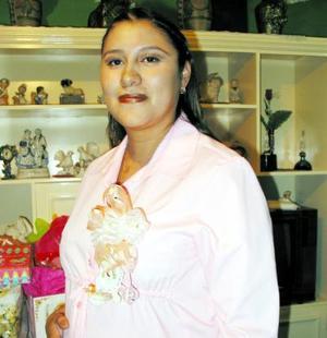 <b><u>29 de febrero </b></u><p> Élida Ramos de Calvillo captada en la fiesta de canastilla que se le organizó por el próximo nacimiento de su bebé.