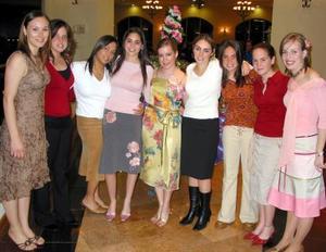 Claudia Valdés García estuvo acompañada de Rosario de Pérez, Isabel Madero, Karla Garza, Sory Garza, Ana Garza, Bárbara Madero, Natalia Madero y Cristina de Pérez.