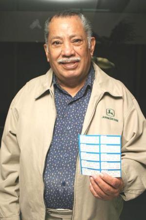 Rogelio Gutiérrez Gómez de la colonia Valle Dorado en Torreón, se reportó como ganador de la SEMANA NRO 5 a la línea de Siglomanía. Es lector de El Siglo de Torreón desde hace veinte años, comenta que inició a leer el periódico desde que era estudiante, actualmente es profesionista en el área de Recursos Humanos.