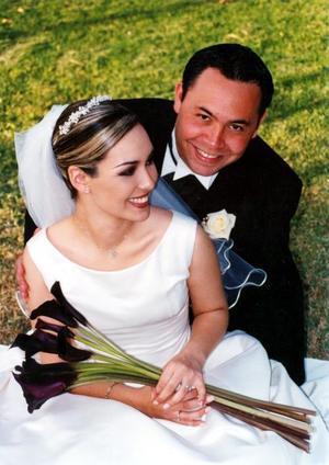 Sr. Héctor Assaf Jaime Chufani y Srita. Ana Isabel Anaya Córdova recibieron la bendición nupcial en la parroquia Los Ángeles el 21 de febrero de 2004