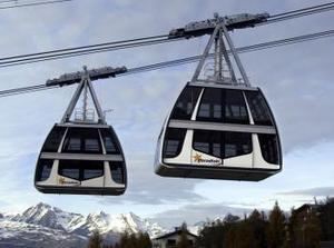 El mayor teleférico europeo Vanpise Express fue probado en meses pasados en la estación  de esquí Les Arcs en los alpes franceses.  Cada uno de los carros puede cargar 200 personas con sus equipo de esquiar.