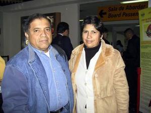 Enrique Huízar viajó a la Ciudad de México y fue despedido por Yolanda Rayos.