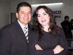 A México viajaron Héctor León e Ivonne de León.
