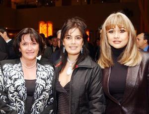 <u><b>02 de marzo </u> </b> <p> Silvia Lavín, Sofía Karam y María de los Ángeles Mijares.
