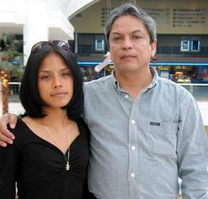 Teresa Flores y Ernesto Flores.