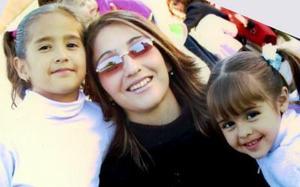 Adriana Pámanes de Hernández con sus hijas Ana Cristy y Sarita en pasada celebración de bautizo.