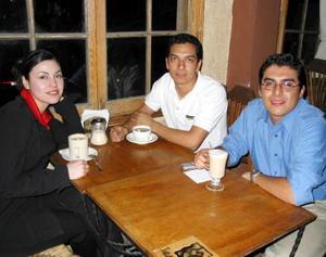 Marisol Meraz, Manuel Santillanes y Jorge Rodríguez.