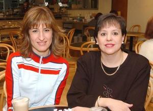 Pilar Flores de D. y Mariana Toraño de C.