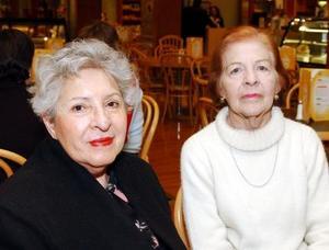 Sara de Zaher y Alicia de Vázquez.