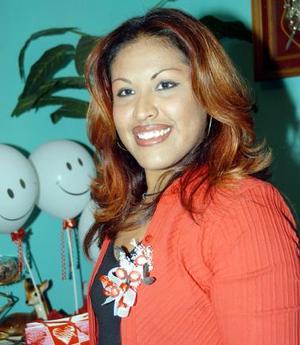 <b><u>02 de marzo </b></u><p>  Norma Alicia Chavarría Soto captada en su despedida de soltera.