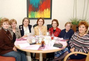 Carmen Siller, Katy Lozano, Lourdes Vázquez, Pamela y Angélica Machuca, Estela Collaza y Lula de Aguirre