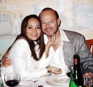 <u><b>04 de marzo </u> </b> <p> Sandra de Garza acompañada de su esposo Rodolfo Garza, celebró su cumpleaños, así como su segundo aniversario de matrimonio.