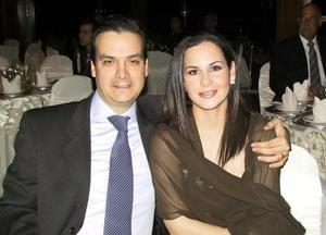 Pedro Fernández y Viviana de Fernández.