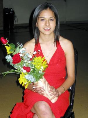Olga Enríquez Vega participó en el concurso La Estudiante Ideal 2004.