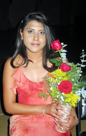 Dulce María Uicab Jiménez participó en el concurso La Estudiante Ideal 2004.