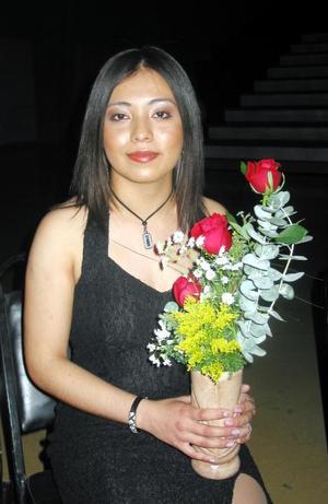 Arutnev Alejandra González participó en el concurso La Estudiante Ideal 2004.