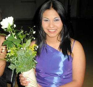 Alicia Lizeth López participó en el concurso La Estudiante Ideal 2004.