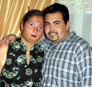 Rosa Érika Llanes Gaona y Gabriel Tapia Guevara formalizaron su noviazgo en días pasados con un agradable convivio.