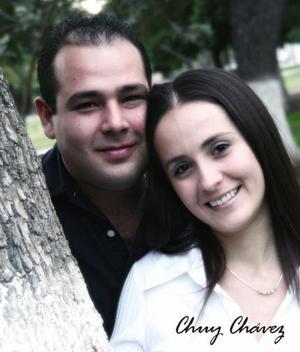 Édgar Chavarría y Mónica Luna contrajeron matrimonio el 06 de marzo de 2004.