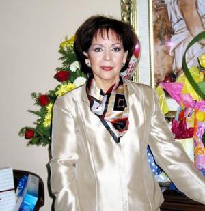 <b><u>04 de marzo </b><u><p> Marina Narváez de Santillán festejó su cumpleaños con un convivio que le organizaron sus familiares.