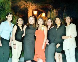 Martha Donatlan Herrera, Nidia Martínez Liliana González, Linda Fernández, Rossy Luján y Lorena Garza acompañaron a Mary Ortiz en su despedida de soltera.