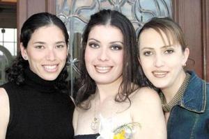 Laura Dánae Carrillo Ramos acompañada de sus hermanas Laura Dafne de Lara y Laura Daniela Carrillo Ramos.