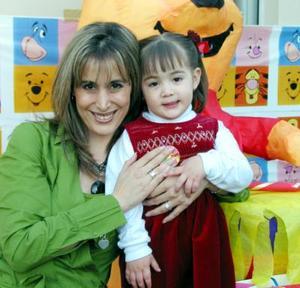 <b><u>04 de marzo</b></u><p> Anna Barraza acompañada de su mamá Graciela Barraza en la fiesta infantil que le organizó por su cumpleaños.