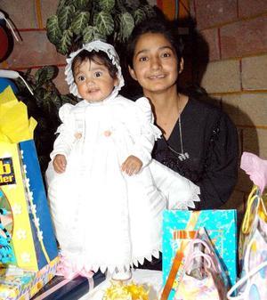 Liz Esmeralda Lozoya Hernández festejó su primer año en compañía de su mamá señora Marina Lozoya.