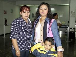 <b> <u> 05 de marzo </u></b> <p> A Tabasco viajaron Elisa y Jaime  Escareño, fueron despedidos por Soledad Escareño.