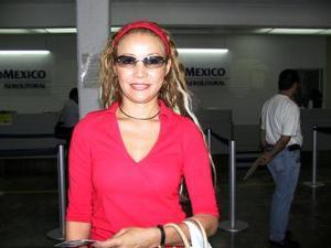 Margarita Hernández viajó de regreso a la Ciudad de México luego de su estancia en la Comarca Lagunera.
