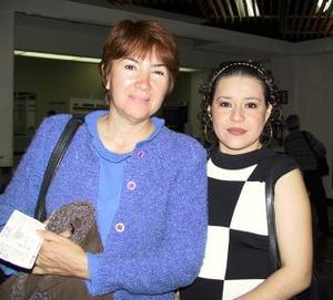 <b> <u> 07 de marzo </u></b> <p> Lucina Ruiz regresó a la Ciudad de México y fue despedida por Yoanna Ucan.