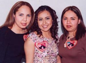 Cristina de León y  Sheyla de León acompañaron a Jennifer de León Fernández en su despedida de soltera.