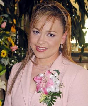 María Alejandra Guzmán Muñoz, lució feliz en su despedida de soltera.