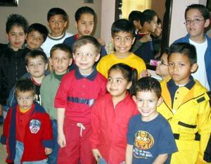 Almed Jessel Chao Babún en compañía de sus amiguitos en la fiesta que le organizaron por su décimo cumpleaños.