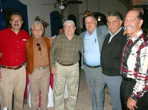 Gregorio de Llano, Fausto Cavazos, Hugo Ollivier, Gilberto Rodríguez, Abraham Jaik y Jorge Iza, acompañaron a Mery en su festejo.