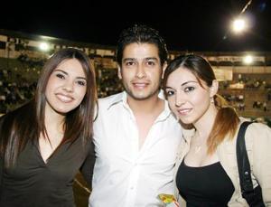 Gilda Berrueto, José Ortiz y Mirna Hoyos
