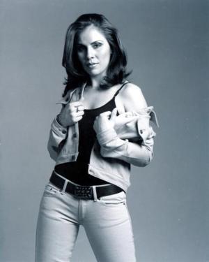Señorita Karen Román Trujillo en una fotografía de estudio