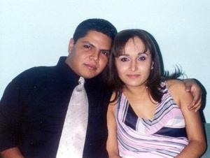 José Ángel Morales y Yadira Muñoz contraerán matrimonio el próximo mes de septiembre, por tan importante suceso han recibido felicitaciones de familiares y amsitades