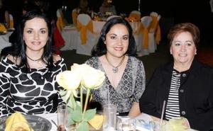 <u><b>08 de marzo </u> </b> <p>  Paty de Revuelta, Evelyn de Alatorre y Paty de Rivera.