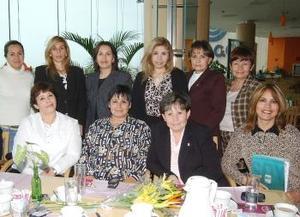 Estela de Anaya, Josefina de Aguilar, Georgina de Medinaveitia, Rosa María Soto, Margarita, Marìa Elena de Rivera, Claudia, Estela Diana y Yolis, festejaron en días pasados a Graciela Chávez en su cumpleaños.