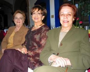 María Elena de Ducoulombier, Tere de Echeverría y Marilú de Arenal.