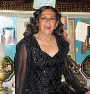 Rosa María Bracho Flores festejó en días pasados sus 45 años de servicio académico.