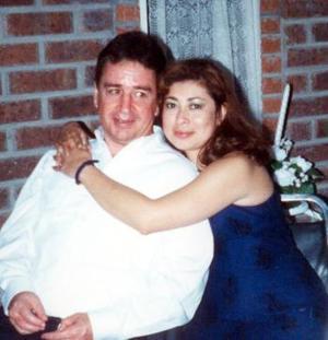 Edmundo Gómez y su esposa la señora Josefina de Gómez cambiarán su residencia a la península de Yucatán y por tal motivo, sus familiares les ofrecerán una gran fiesta de despedida donde les desearán una feliz estancia.