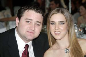 <u><b>09 de marzo </u> </b> <p> Aris Papadópulos y Laura Treviño.