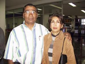 <b> <u> 10 de marzo </u></b> <p> José Luis Martínez, Leticia Esparza de Martínez viajaron a la ciudad de México.