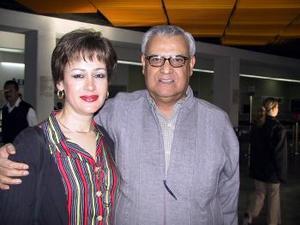 Guillermo y Alma Espinoza viajaron a  una convención a Cancún, QR