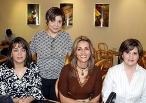 Catalina González de Bejarano, Nora González de Escalante, Anabel Garza de Madero, Gloria Bernal de Chávez.